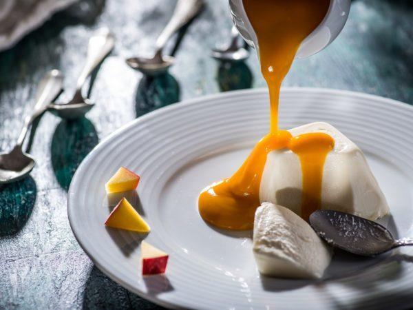 Panna Cotta cu sos Mango