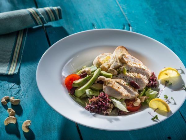 Salată cu piept de curcan