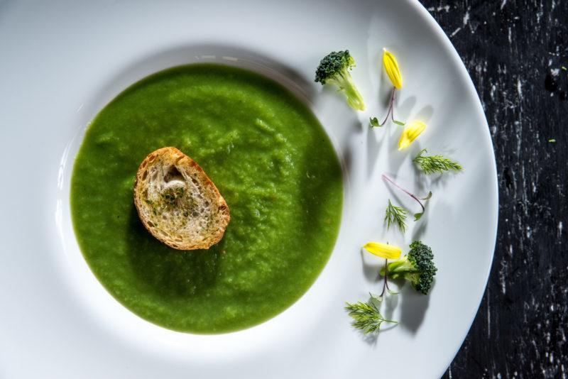 Supă cremă de broccoli cu crutoane